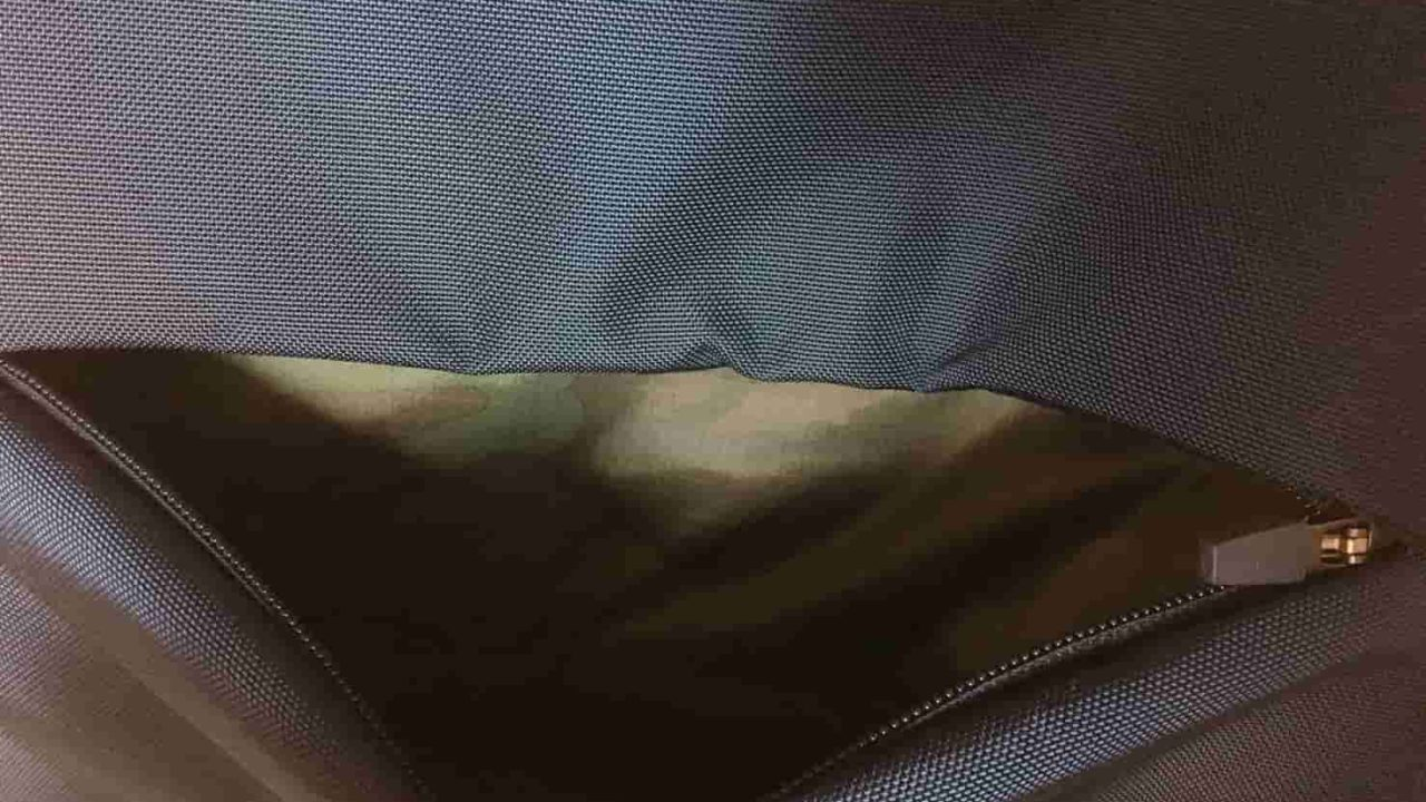 ノースフェイス シャトルデイパック フロントの下部ポケット