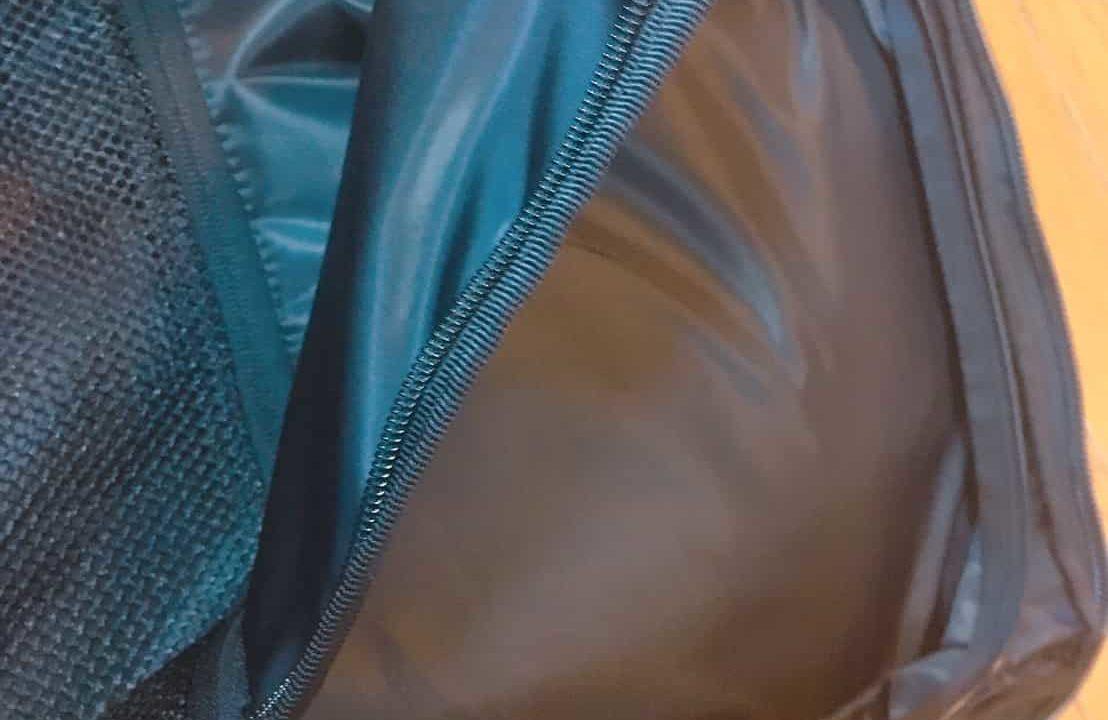 クローム マチェト メインコンパートメント内のジッパーポケット