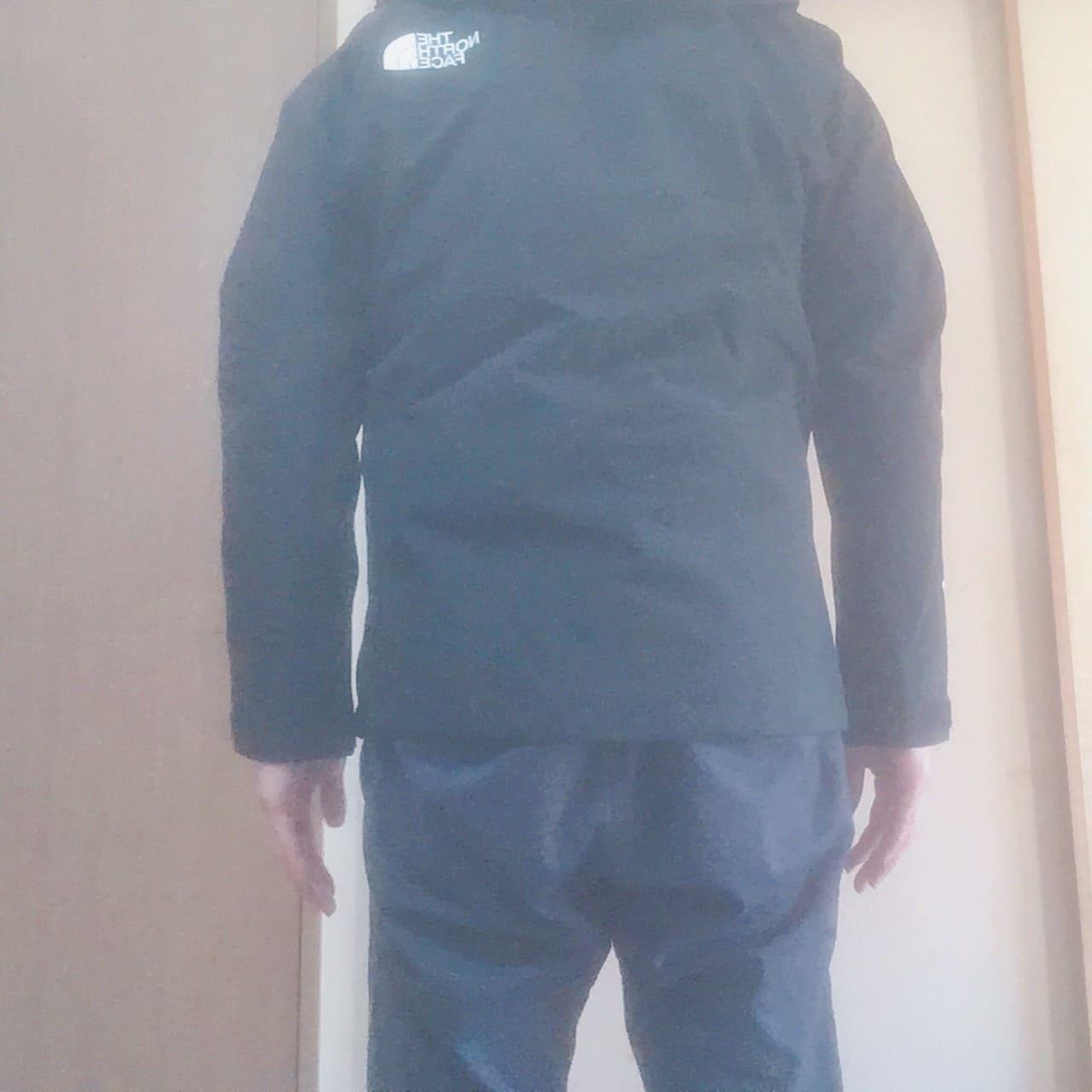 ノースフェイス マウンテンジャケット 着た状態背面