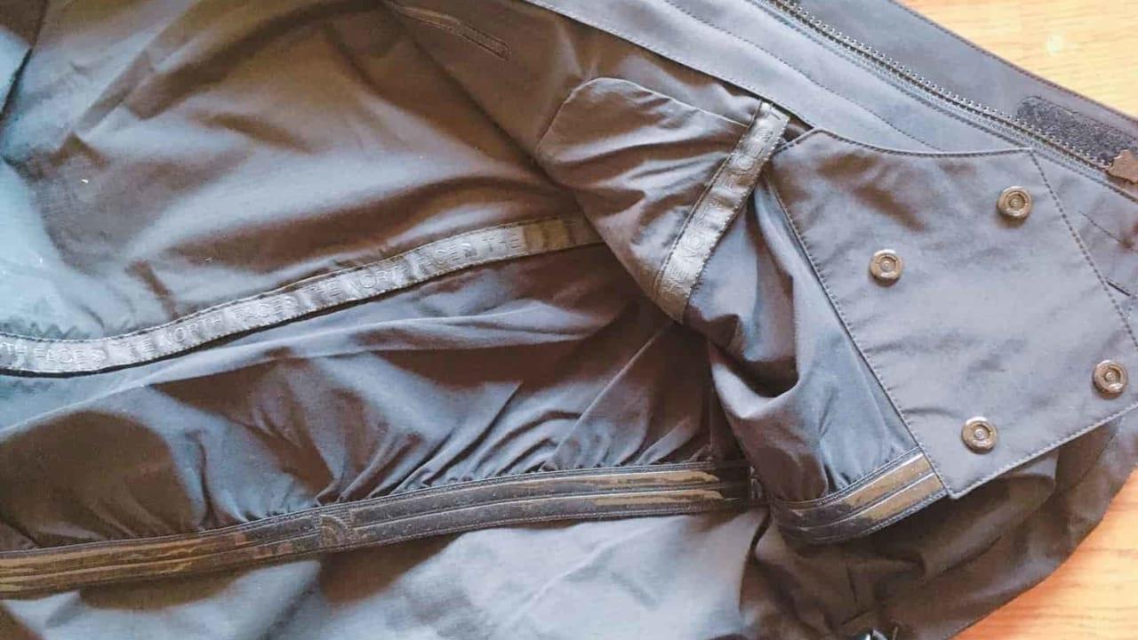 ノースフェイス マウンテンジャケット 裾のスノーカフ