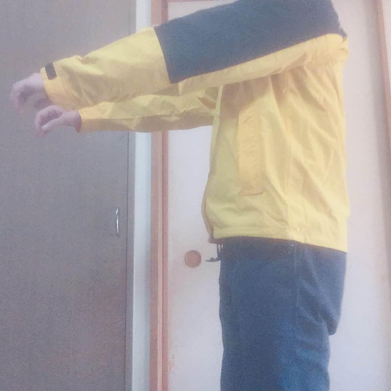 ノースフェイス ハイドレナウィンドジャケット 側面着用感