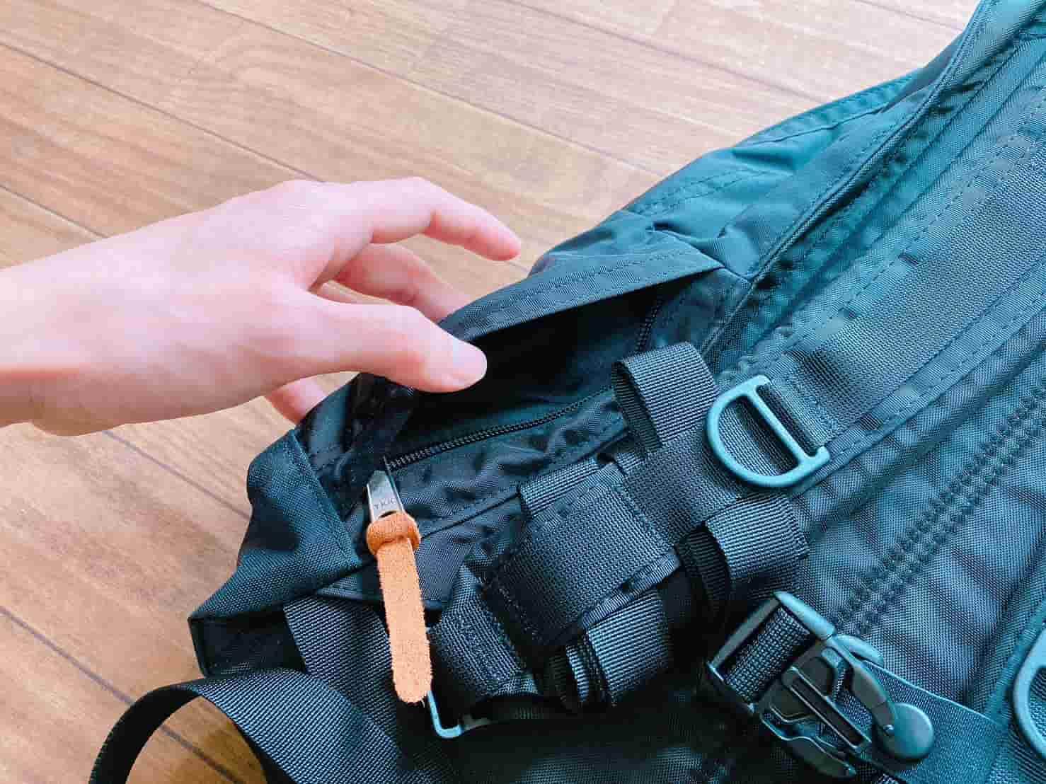 グレゴリー エブリデイ 背面サイド下のポケット