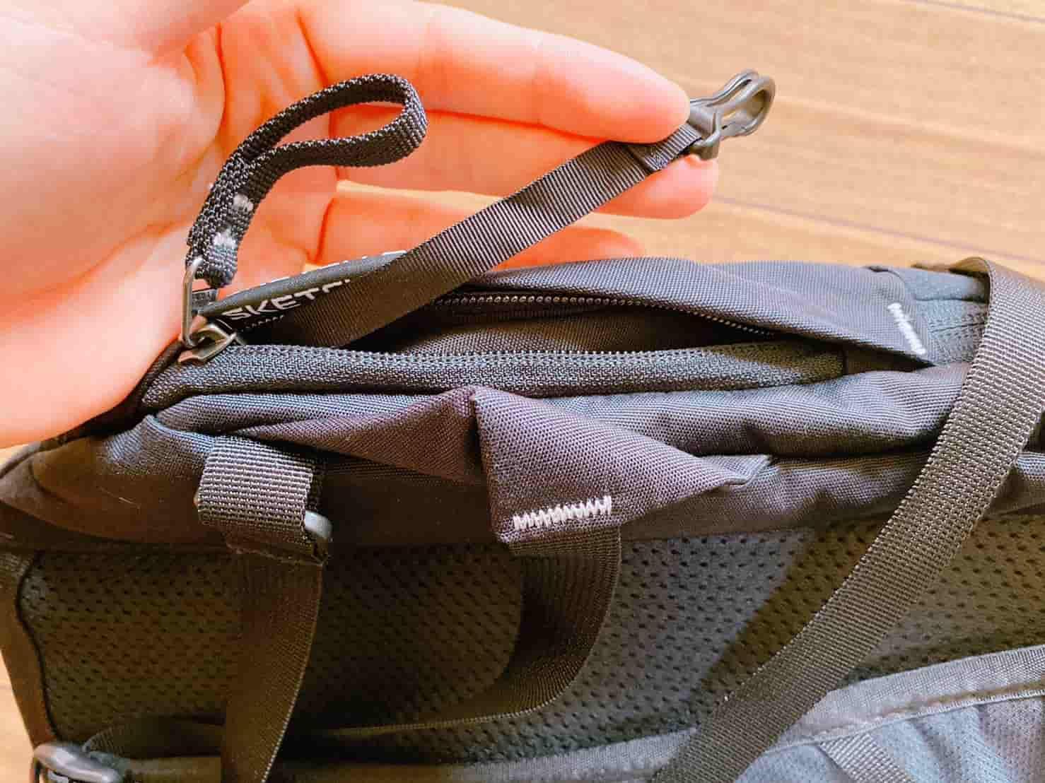 グレゴリー スケッチ22 背面サイド下部ポケット